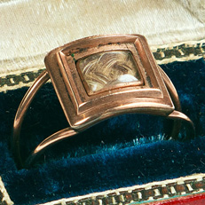 Mourning Ring containing a lock of Hamilton's hair. Courtesy N-YHS.