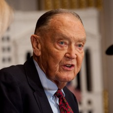 Consuelo Mack of Consuelo Mack WealthTrack interviews Vanguard Founder Jack Bogle. Photo courtesy of Valerie Caviness.